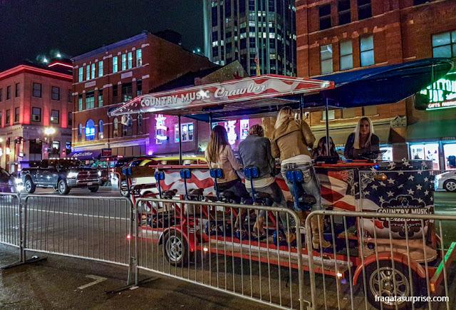 A Lower Broadway, Nashville, à noite