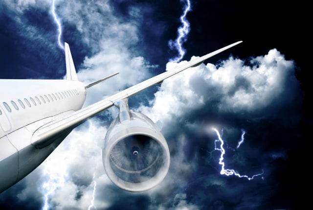 Tips Menghadapi Situasi Krusial di Pesawat