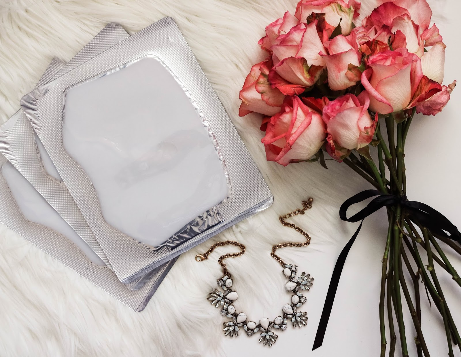 Venofye Review: Queen Bee Collection by popular California style blogger Lizzie in Lace