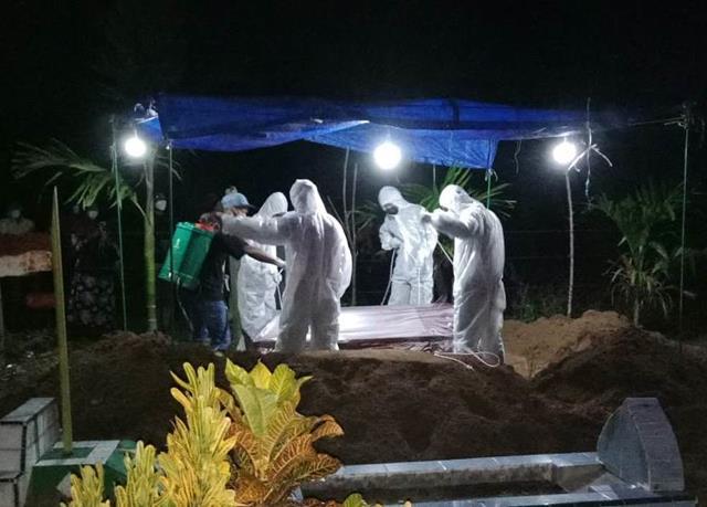 Personel Jajaran Kodim 0207/Simalungun Turut Serta Mendampingi Pemakaman Jenazah Pasien Covid-19
