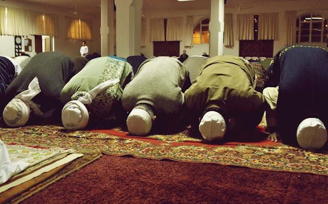 Bacaan Bilal Tarawih 20 Raka'at dan Witir 3 Raka'at Lengkap dengan Jawabannya