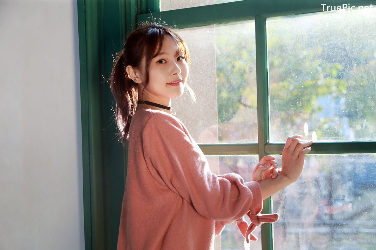 Image-Taiwanese-Model-郭思敏-Pure-And-Gorgeous-Girl-In-Pink-Sweater-Dress-TruePic.net- Picture-5