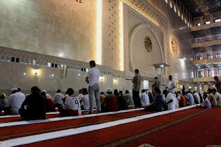 Sholat Imam Terlalu Lama