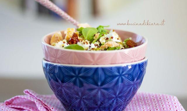 Insalata di quinoa con feta e salmone affumicato