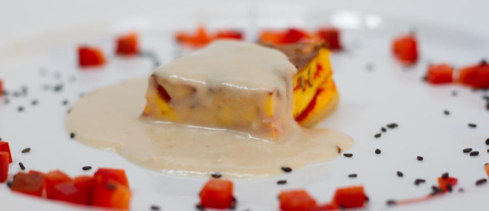 Tortino di peperoni rossi di Carmagnola con crema delicata di alici