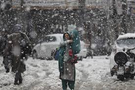 گلگت بلتستان میں کل رات سے پھر پہاڑوں پر برف باری کا سلسلہ شروع_