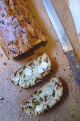 pane con pomodori secchi e feta