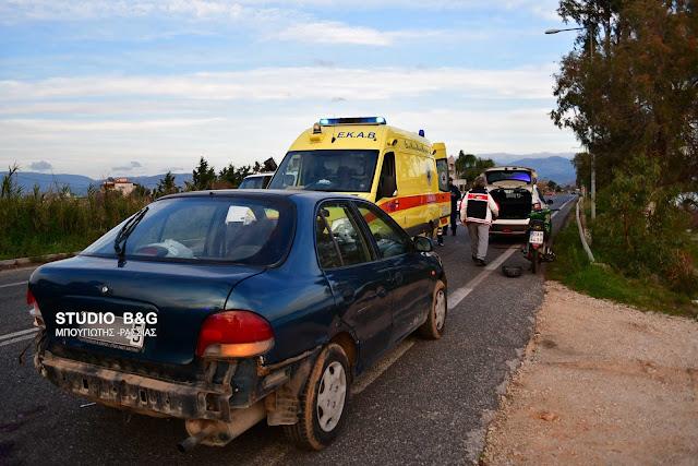 Σφοδρή συγκρουση αυτοκίνητου με μηχανάκι στη παραλιακή Ναυπλίου Νέας Κίου (βίντεο)