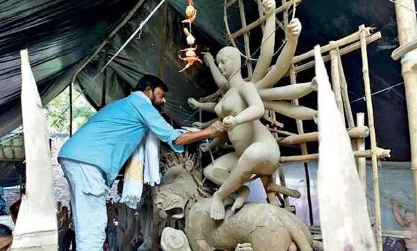 मुस्लिम कांग्रेस विधायक बनाते हैं माँ दुर्गा की प्रतिमाएं - newsonfloor.com