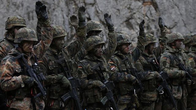 El escándalo militar con tintes nazis que amenaza a Angela Merkel y a su ministra de Defensa