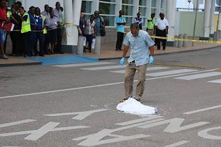 Niño muere atropellado por autobús en el aeropuerto