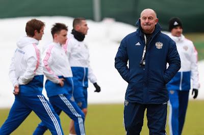 Уткин намекнул, что Черчесов может влиять на игроков через своего агента