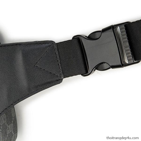 Túi đeo chéo trước ngực caro da nam cá tính độc đáo BAM075