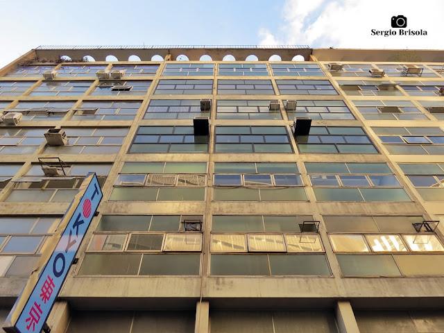 Perspectiva inferior da fachada do Edifício ABC - República - São Paulo