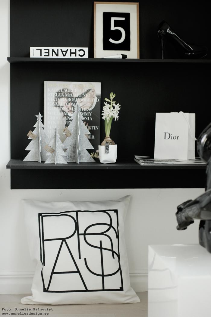 city kuddar, kuddfodral, annelies design, webbutik, webbuitker, nettbutikk, chanel, walk in closet, svart och vitt, svartvit, svartvita, dior, hylla, svart, Oohh granar, jul, julpynt,