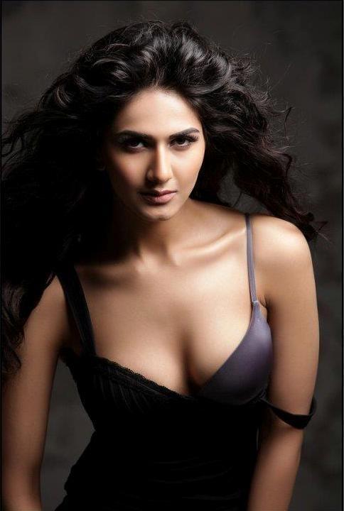 Vaani Kapoor Seducing Bikini Photoshoot