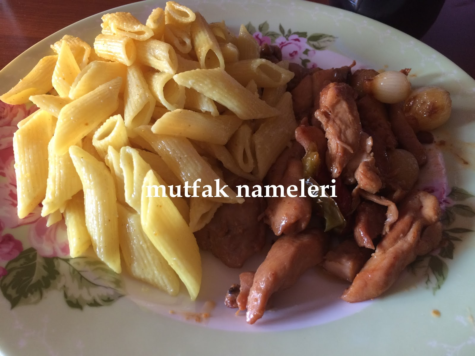 Tavuk Soslu Makarna Tarifi – Hamur İşleri