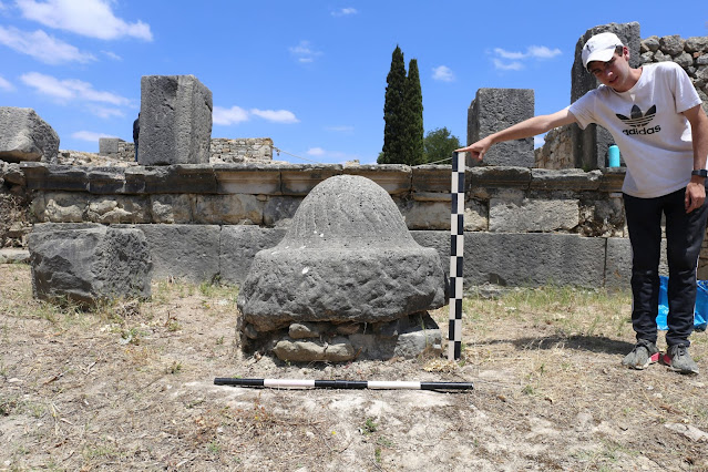 Roman-era mixers and millstones made with geology in mind