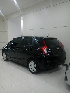 Mobil Honda Jazz Warna Hitam di Honda Marga Mulya