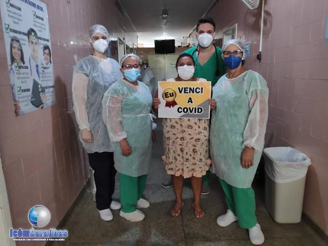 Paciente de 49 anos recebe alta e supera graves complicações da COVID 19 após dias internada no hospital de Caraúbas