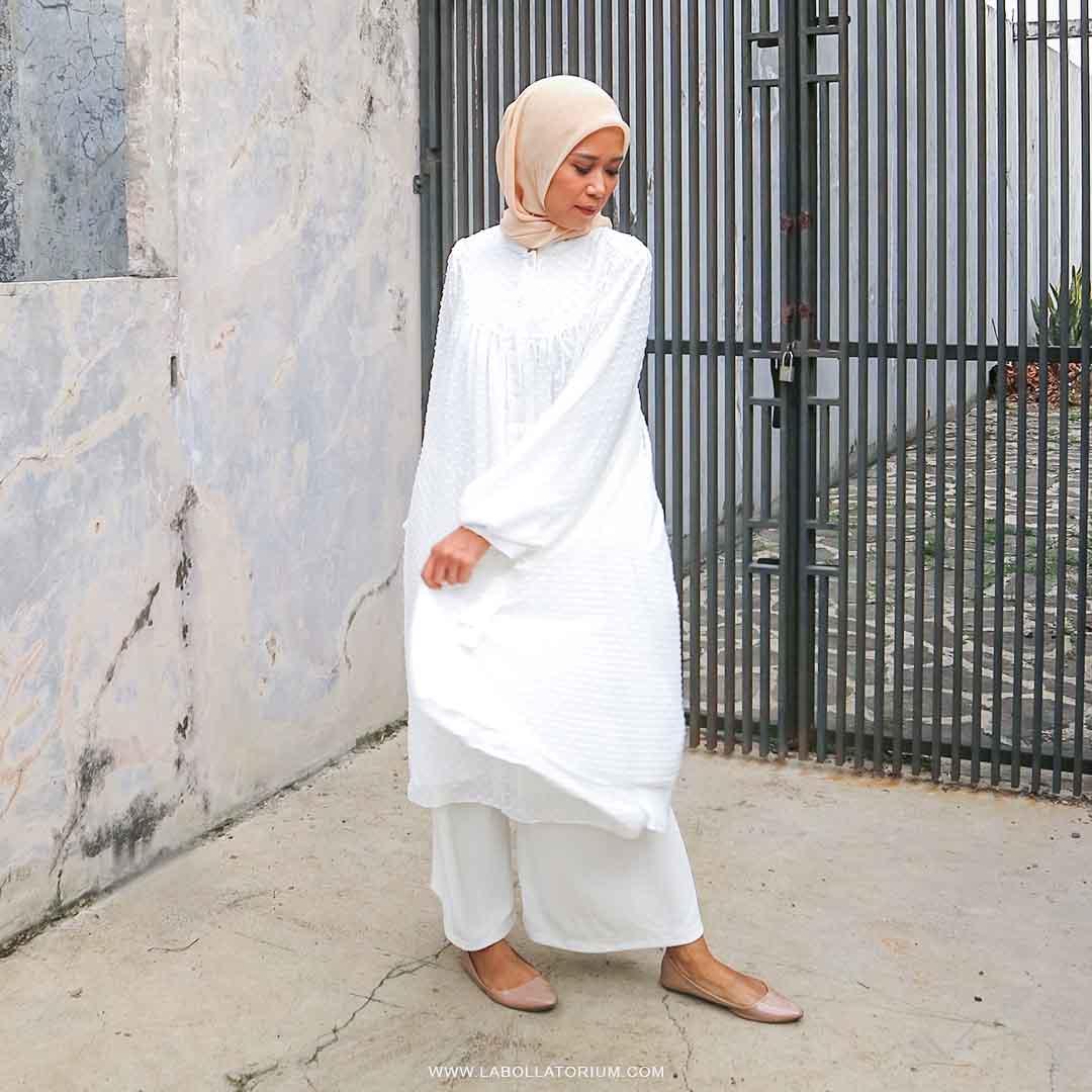 OOTD Tunik Muslim Wanita Warna Putih