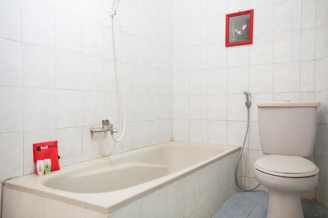 kamar mandi reddoorz near jatim park 1
