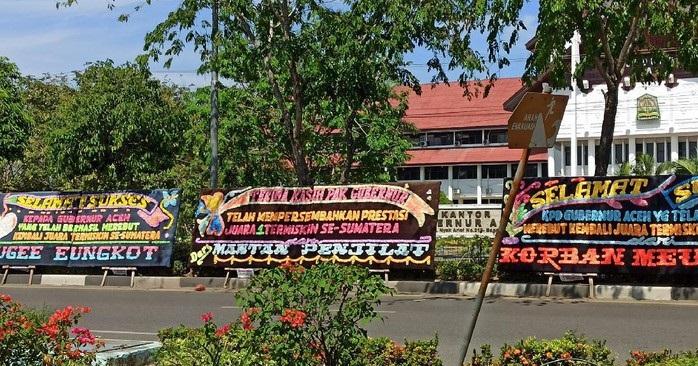Kantor-Gubernur-Aceh-Dapat-Kiriman-Karangan-Bunga-Juara-Termiskin-di-Sumatera