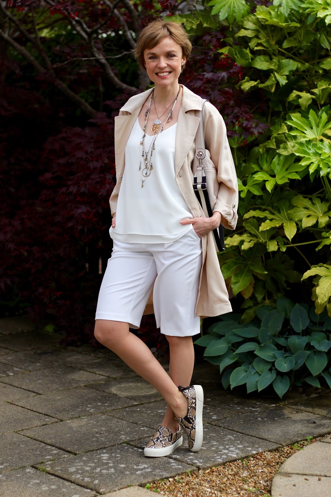 White Bermuda shorts outfit, over 40 | Fake Fabulous