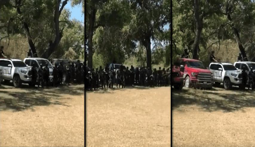 """VIDEO; """"Seguimos laborando"""" Convoy de sicarios empecherados del Cartel de Sinaloa se exhiben junto a trocas listos para el topon"""