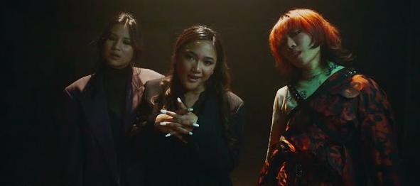 Lirik dan Terjemahan Lengkap Don't Touch Me - Marion Jola ft. Danilla Riyadi dan Ramengvrl