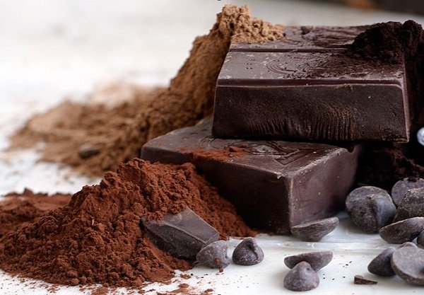 What are the benefits of black chocolate for the heart?