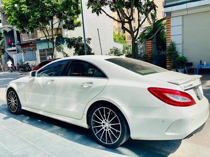 Cận cảnh Mercedes CLS500 phiên bản siêu hiếm tại Việt Nam