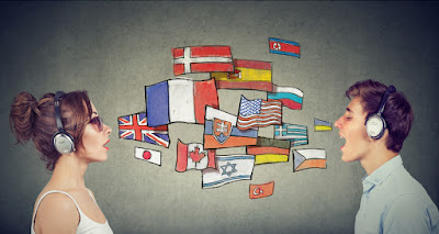 Personas hablando en varios idiomas