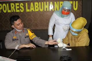AKBP Agus Darojat Beserta Personil Lakukan Rapid Test Oleh Tim Kesehatan Polres Labuhanbatu