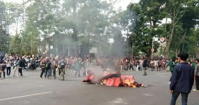 Polisi Duga Kelompok Anarko Sindikalisme Terkait Ricuh Demo di Bandung
