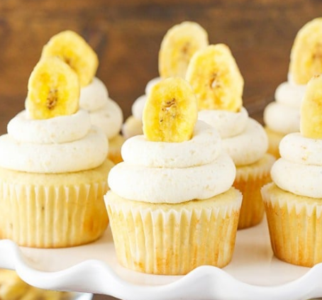BANANA CREAM PIE CUPCAKES #cupcakes #desserts #easy #recipes #banana