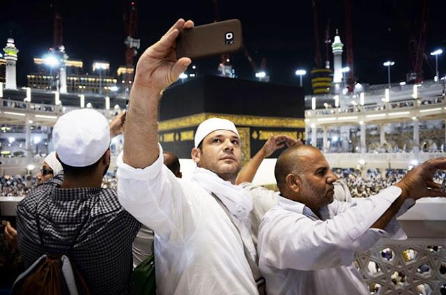 Resmi Sudah! Sekarang Selfie di Masjidil Haram dan Masjid Nabawi Hukumnya HARAM, Koleksi Foto Selfie Berlatar Kabah Bakal Jadi Sesuatu Yang Langka