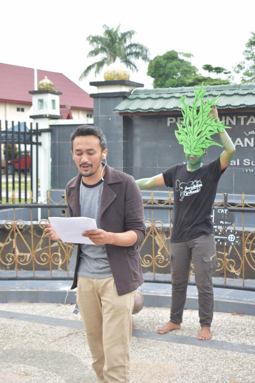 Aksi Aktivis Lingkungan Duri Berlanjut Di Depan Kantor Camat Mandau