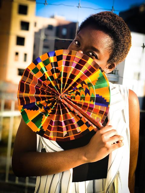 Culture-eventail-tradition-accessoire-chaleur-vent-local-senegalais-LEUKSENEGAL-Dakar-Senegal-Afrique-style-wax-nouvelle-tendance-le-oupoukay-traditionnel-senegalais-ou-eventail