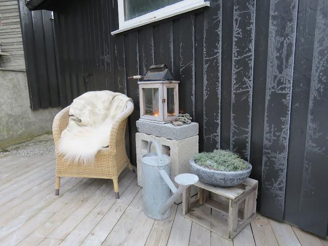 Lecablokker på terrassen, både praktisk og tøft. Som dekorasjons-element. IMG_0049-min