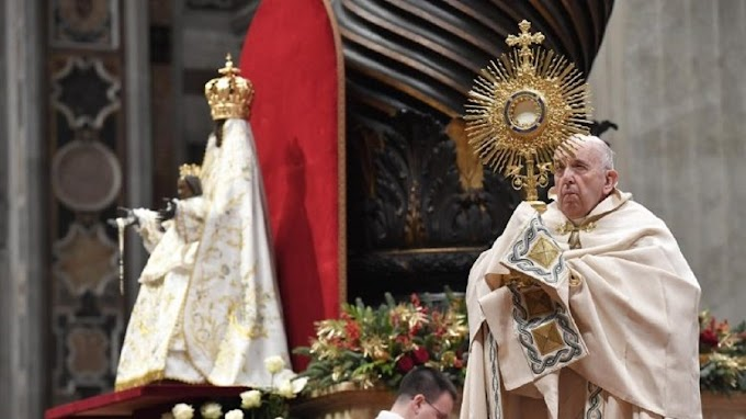 Papa não preside os ritos de fim e início de ano por causa de dor ciática