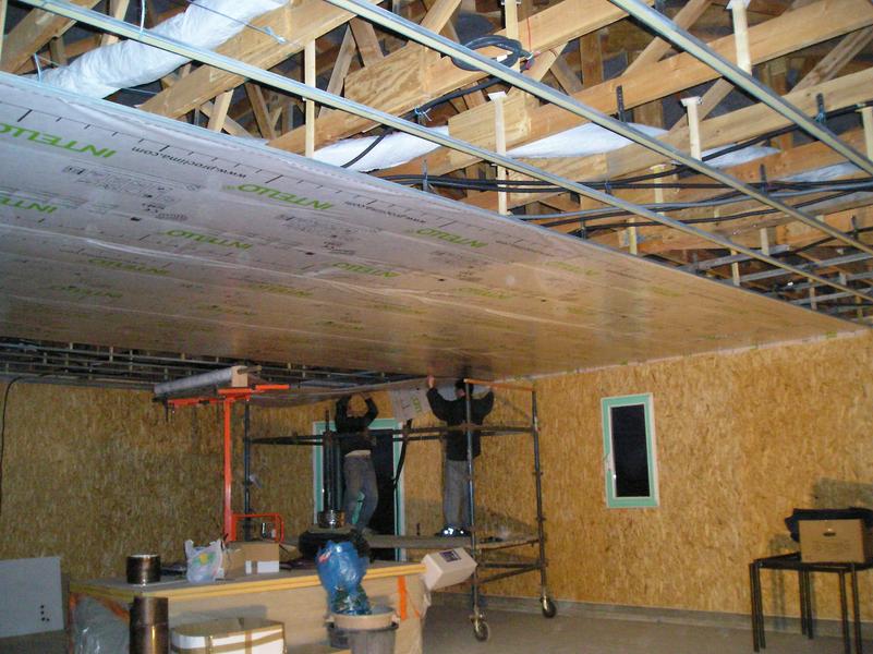 montaug plafond raillage et pose pare vapeur. Black Bedroom Furniture Sets. Home Design Ideas