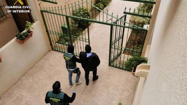 Detenido en Torrevieja un clan familiar por estafar 50.000 euros a un empresario con el método 'Rip Deal'