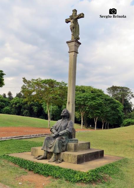 Vista ampla da Escultura O Peregrino - Parque da Juventude - Carandiru - São Paulo