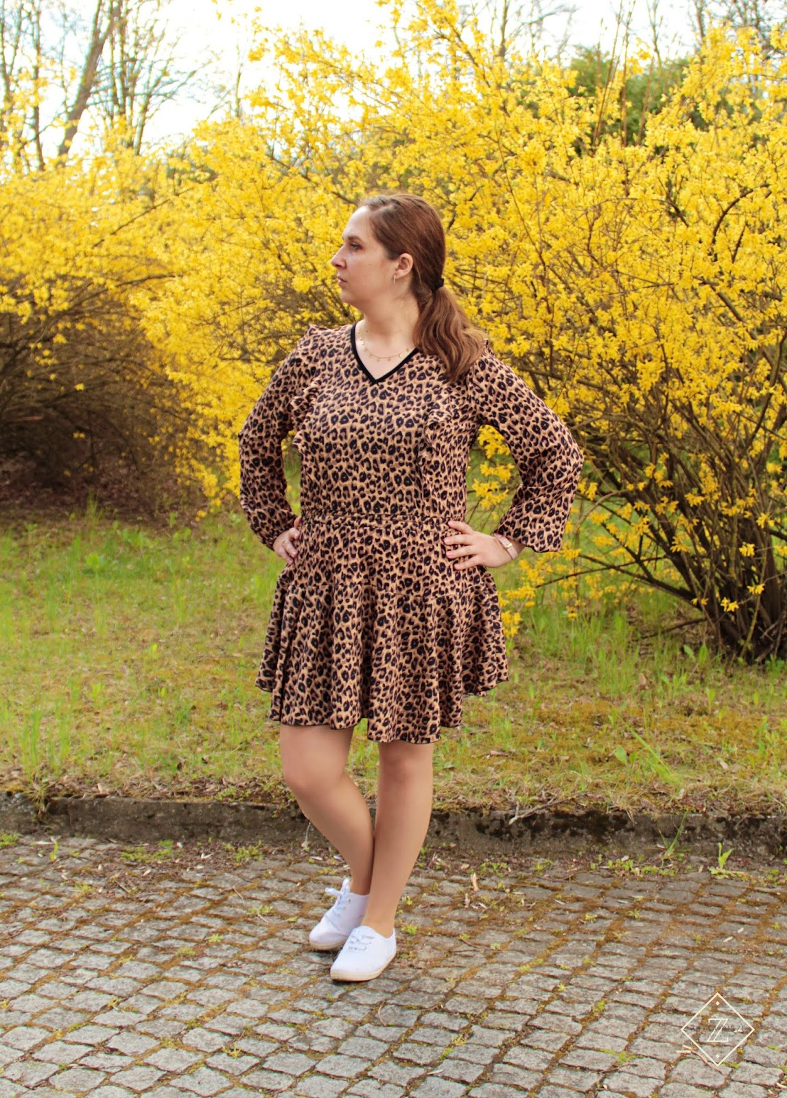 Sukienka z falbanką w panterkę MOSQUITO