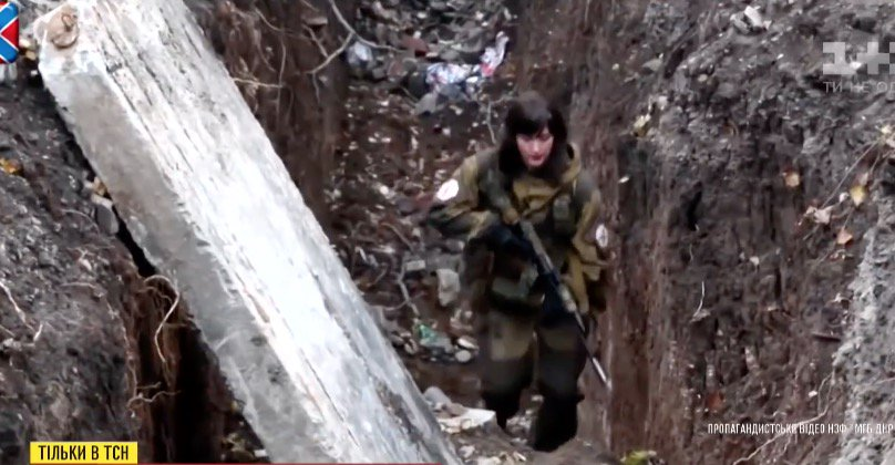 """Террористка из Донецка: """"Ни режьте уши, срезайте шевроны!»"""