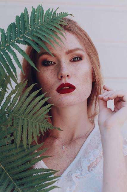 Czekoladowy makijaż Eveline Charming Mocha