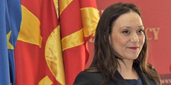 Θρίλερ με την παραίτηση της υπουργού στα Σκόπια