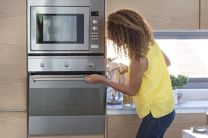 What are the Plus and Minus of a convection oven?