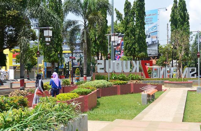 Taman di Alun-alun kota Kudus, Jawa tengah